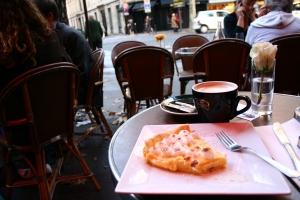 Tart Au citron et Cafe Creme. Magnifique!